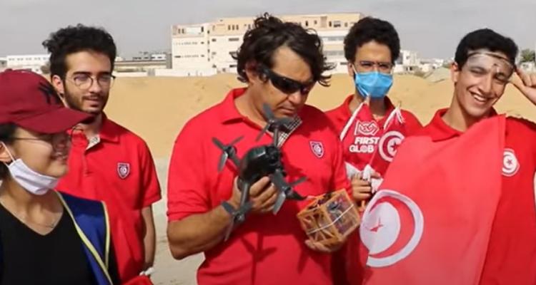 """تلامذة من معاهد تونسية ينجحون في اطلاق قمر صناعي تجريبي صغير الحجم من نوع """"كيوبسات"""""""